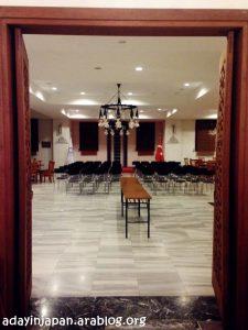 القاعة داخل جامع طوكيو